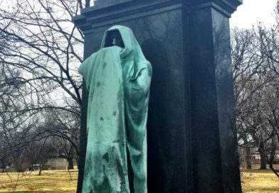 Graceland Cemetery Tour: Stories, Symbols and Secrets